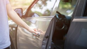 Tools should You Keep in Your Car